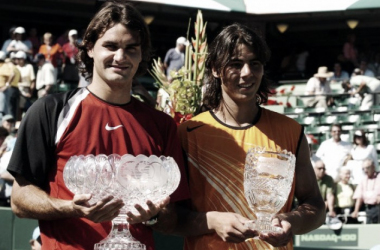 Roger Federer (left) and Rafael Nadal hoist their trophies after the 2005 Miami final. Photo: DR (Denmark Radio)