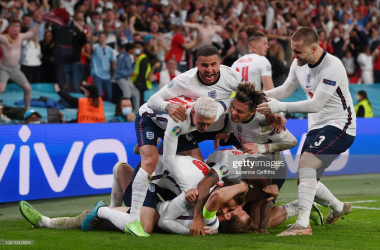 <div>England v Denmark - UEFA Euro 2020: Semi-final</div><div>LONDON, ENGLAND - JULY 07: Harry Kane of England is congratulated after scoring his team's second goal by Jordan Henderson, Phil Foden, Kyle Walker, Jack Grealish, Raheem Sterling and Luke Shaw during the UEFA Euro 2020 Championship Semi-final match between England and Denmark at Wembley Stadium on July 07, 2021 in London, England. (Photo by Laurence Griffiths/Getty Images)</div>