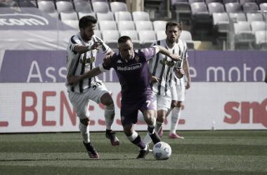 Juventus melhora no segundo tempo, mas fica no empate com Fiorentina