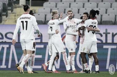 Em partidas com duas viradas, Milan vence Fiorentina e se consolida na vice-liderança