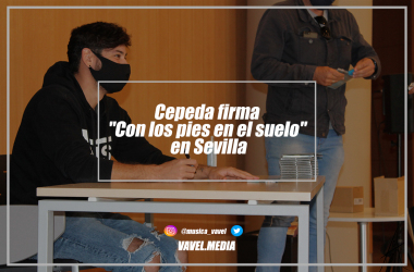 """Cepeda firma """"Con los pies en el suelo"""" en Sevilla"""