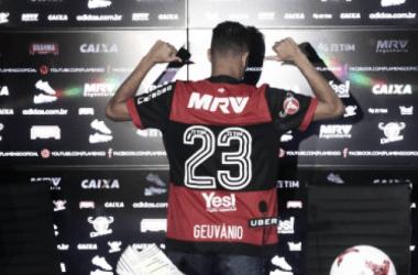 """Geuvânio é apresentado no Fla e exalta novos companheiros: """"Grupo maravilhoso"""""""