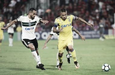 """Interino no Coritiba, Robson Gomes classifica derrota como injusta: """"Merecíamos o empate"""""""