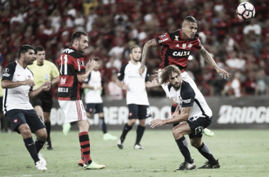 Num Maracanã lotado, o Flamengo venceu o San Lorenzo por 4 a 0 (Foto: Gilvan de Souza / Flamengo)