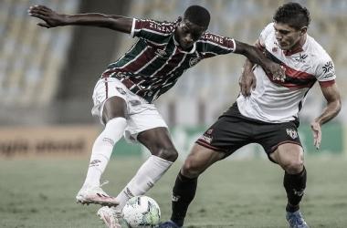 Em jogo de pouca inspiração, Fluminense vence Atlético-GO graças a gol contra