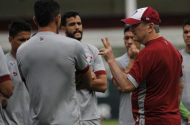Levir Culpi ajusta a equipe no treino (Foto: Nelson Perez / Fluminense)