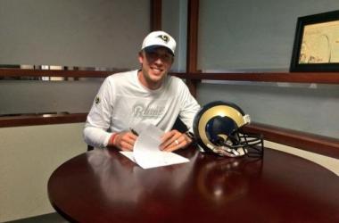 St. Louis Rams estende contrato com quarterback Nick Foles até 2017