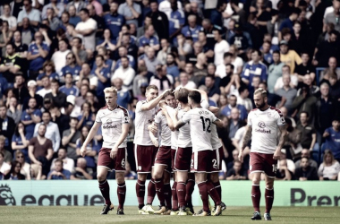 Los jugadores del Burnley celebran en el último partido de la Premier League ante Chelsea. Foto: Burnley.