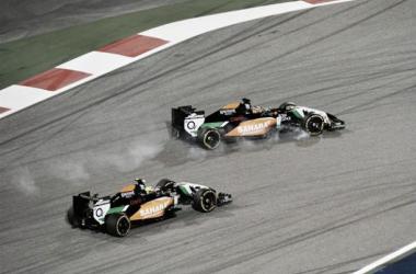 Nico Hulkenberg e Sergio Perez em disputa lado a lado durante o Grande Prémio do Bahrain. (Fonte: Formula1 )