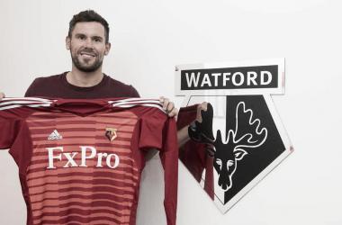 Ben Foster posa con la camiseta del Watford | Fotografía: Watford