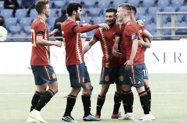 Los jugadores de la selección celebran con Dani Olmo el único gol del partido/ Foto: Twitter Selección española