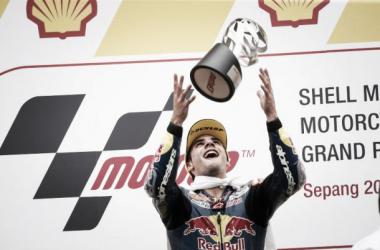 Português Miguel Oliveira vence dramática corrida da Moto3 em Sepang
