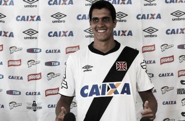Lucas é apresentado no Vasco e projeta permanência no clube