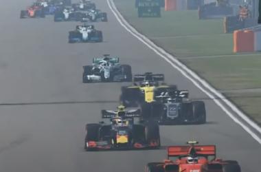 Charles Leclerc domina el Gran Premio virtual de China con pole y victoria