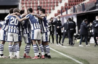 Los jugadores de la Real Sociedad al final del encuentro en El Sadar/Fuente: Real Sociedad Twitter