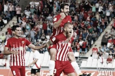 Jorge Morcillo celebra el tanto que abrió el marcador ante el Sevilla Atlético. (FOTO: Diego Carmona - VAVEL)