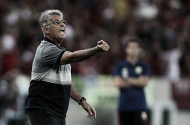"""Após primeira vitória no comando do Botafogo, Paquetá avalia: """"Temos que melhorar"""""""