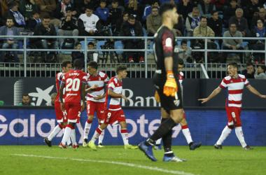 Los jugadores del Granada CF celebrando el gol. Foto: Antonio L. Juárez