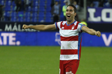 Montoro celebra la victoria en Málaga gracias a su gol . Foto: Antonio L. Juárez