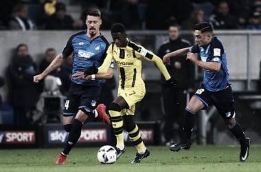 Dembelé prova a partire in mezzo a Wagner e Amiri. | Fonte immagine: Twitter @FoxSportsFC