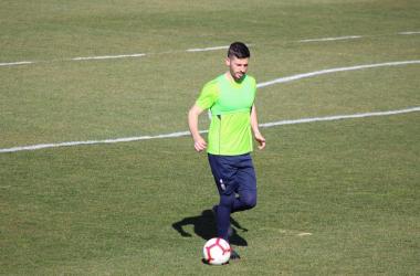 Fran Rico toca balón en un entrenamiento | Foto: Óscar Yeste