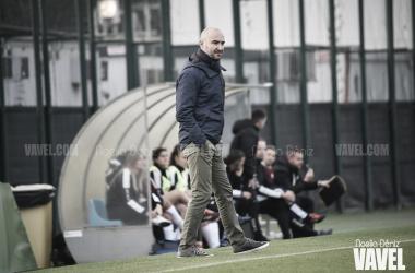 Fran Sánchez dirigiendo al equipo ante el Logroño | Foto: Noelia Déniz - VAVEL
