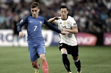 Francia y Alemania jugando en un partido / Fuente: Selección Francesa