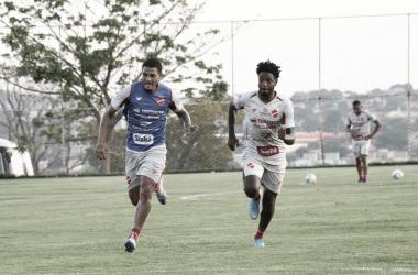 Francis é contratado pelo Vila Nova e mira forte contribuição na temporada