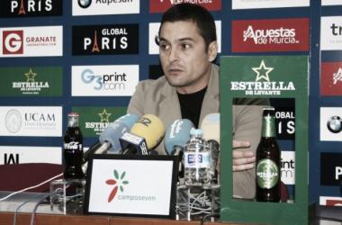 Primera rueda de prensa de Francisco como técnico del UCAM Murcia CF | Imagen: UCAM Murcia CF