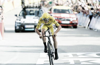Chris Froome cruzando la línea de meta | Foto:G.Demouveaux - Tour de Francia