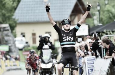 Chris Froome celebrando su triunfo | Foto: Critérium du Dauphiné