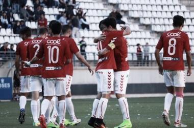 Los jugadores del Murcia celebran un tanto | Fotografía: Ricardo Soriano