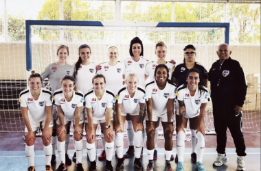 The United States Women's National Futsal Team posses before the 2017 AMF Futsal Women's World Cup | @MLFUSA