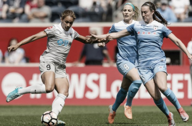 Lynn Williams (left) takes on Katie Naughton. Source: North Carolina Courage