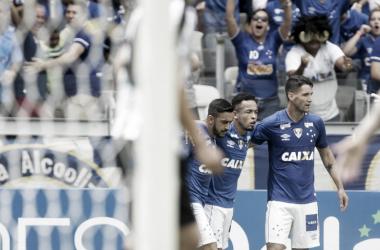 Rafinha deu a assistência para o primeiro gol de Thiago Neves (Foto:Cristiane Mattos/Light Press)