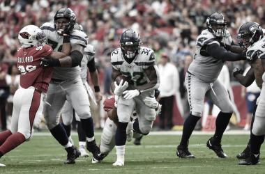 Chris Carson avanza por tierra. Foto: seahawks.com