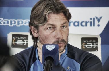 'El Gringo' Heinze en plena conferencia de prensa.   Fuente: Vélez Sarsfield.