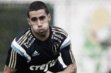 Volante Gabriel é operado com sucesso após lesão no joelho que o afastará do Palmeiras até 2016