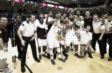 Iona poses with the Great Alaska Shootout trophy after a 75-73 win over Nevada/Photo: Adam Phillips
