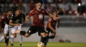 Fernando Gaibor, de penal, marca el segundo gol de la goleada del rojo por 4 a 0. FOTO: Tera Deportes