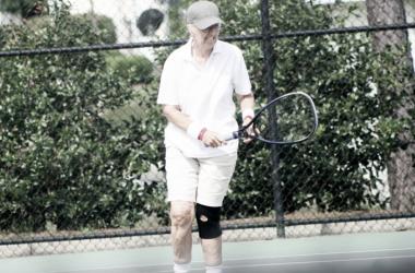 Gail Falkenberg preparing to return a serve. | Photo: Ian McCormick