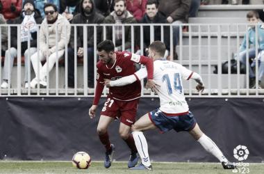 Galán ante un rival del Deportivo. Fotografía: La Liga