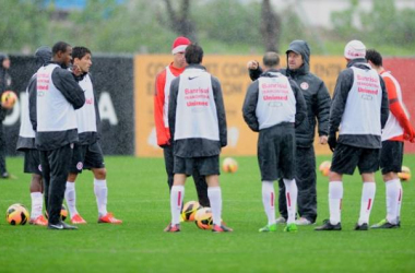 Internacional recebe o Atlético-PR com estreias