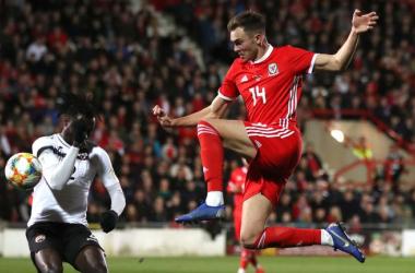 Gales aprovecha el descuento para vencer a Trinidad y Tobago