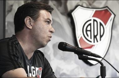 Gallardo y todo lo que vivió en un partido donde no pudo estar (Foto: Diego Haliasz - Prensa River)