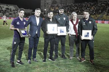 Gallardo y su cuerpo técnico recibieron un reconocimiento por parte de Nacional (Foto: River Plate Oficial)