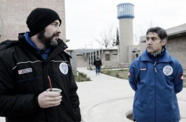 Sebastián Méndez y su ayudante Adrián González. FOTO: Diario Uno.