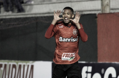 Felipe Garcia marca no fim e Brasil de Pelotas vence Tupi na Série B