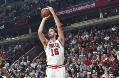 Pau Gasol shooting a jumper/ Photo: Bill Smith-Chicago Bulls