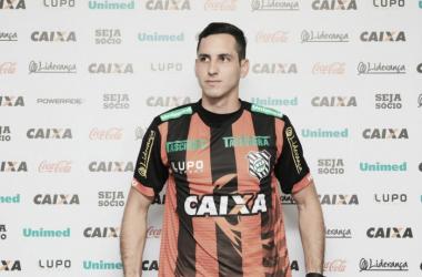 Ex-Vitória, goleiro Gatito Fernández é apresentado como novo reforço do Figueirense